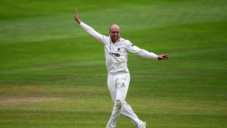 Leach takes six as Somerset win again