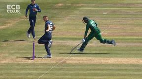 Brilliant Kicked Run Out by Tom Curran!
