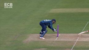 Buttler Stumping! Sarfaraz Falls for 97