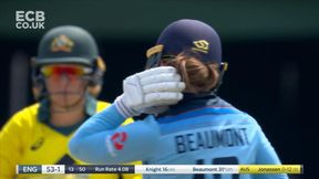 Tammy Beaumont brings up the 50 partnership with 4 over Jonassen's head