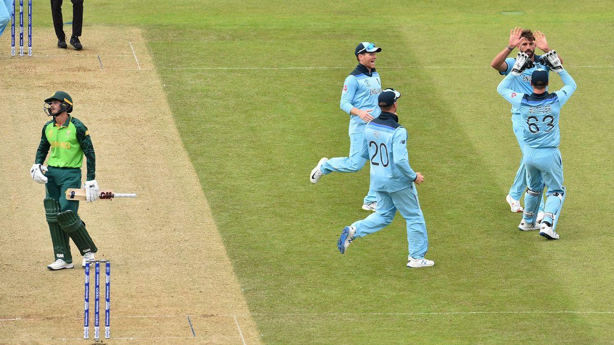 England celebrate the wicket of Quinton De Kock