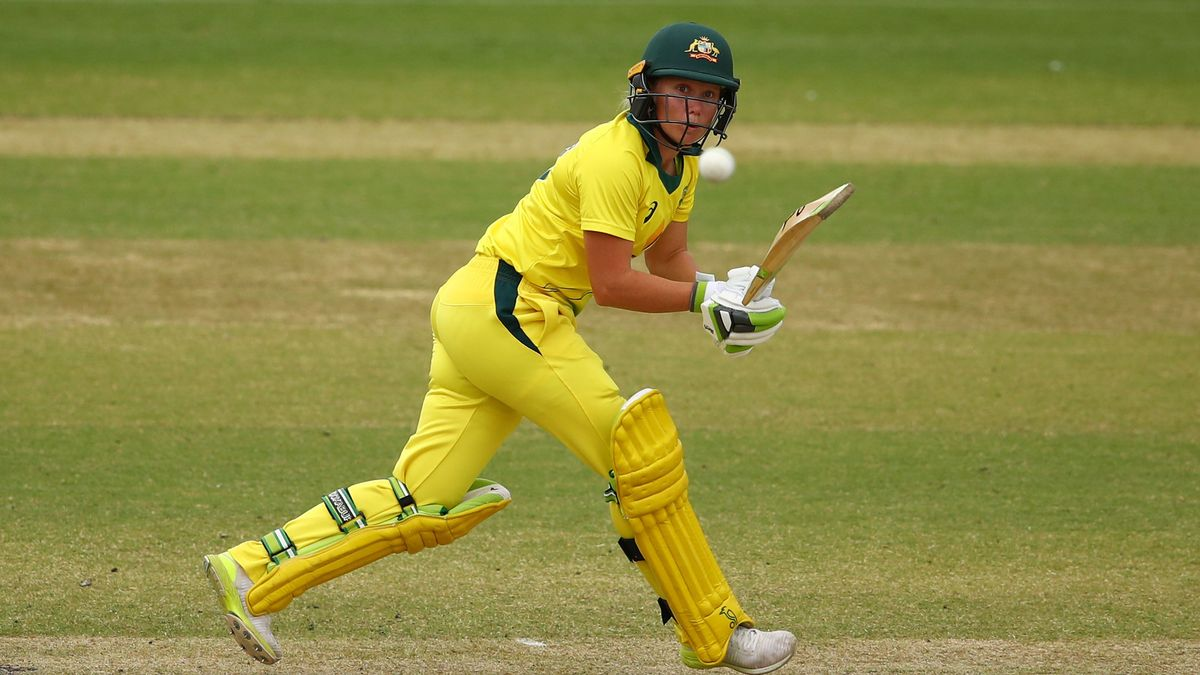 Dani Hazell is one of many women's Head Coaches who are likely to want Australian Alyssa Healy