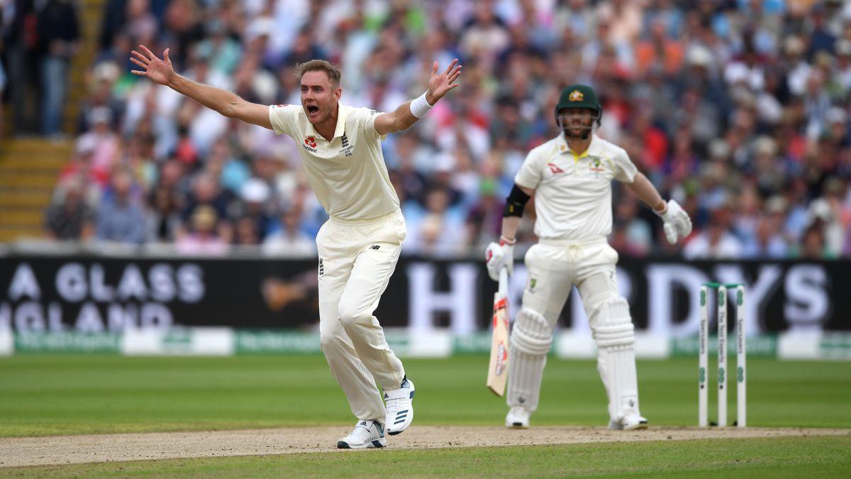 Stuart Broad appeals for the wicket of David Warner