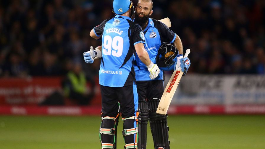 Moeen masterclass keeps Worcestershire on target to retain Vitality Blast title