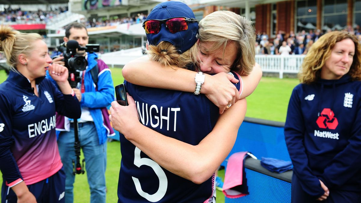Clare Connor & Heather Knight embrace after 2017 World Cup win