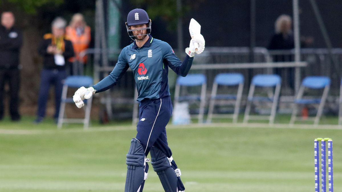 Ben Foakes celebrates scoring 50 for England.