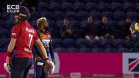 Billings wicket - b Hasaranga