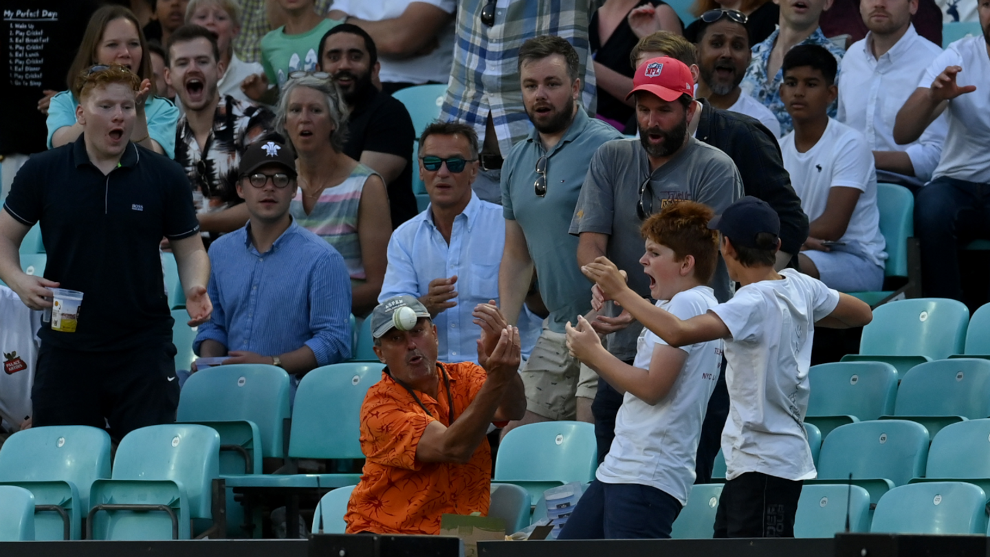 All eyes on the ball going into the crowd